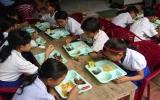 Suất cơm nghĩa tình cho học sinh nghèo miền Tây