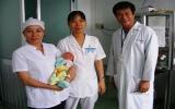 Một bé trai bị bỏ rơi tại Bệnh viện Đa khoa Thuận An