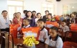 TX.TDM: Tặng 100 phần quà tết cho trẻ em có hoàn cảnh khó khăn
