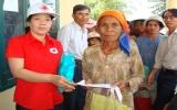 Tặng quà tết cho đồng bào dân tộc thiểu số nghèo tỉnh Bình Thuận