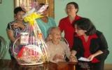 BIDV - Chi nhánh Bình Dương: Tặng quà Tết cho mẹ Việt Nam anh hùng và các hộ nghèo