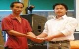 Quán cà phê Windows Bình Dương: Tặng quà tết cho người nghèo
