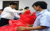 Lãnh đạo tỉnh thăm và tặng quà công nhân đón tết tại Bình Dương