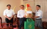Tòa Giám mục Phú Cường chúc tết và tặng quà các tổ chức xã hội