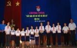Huyện đoàn Bến Cát: Trao 15 suất học bổng cho các em học sinh nghèo