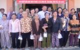 Ban Văn hóa - Xã hội HĐND tỉnh: Tặng gần 400 phần quà cho hộ nghèo ở Tân Uyên