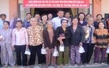 Ban Văn hóa - Xã hội HĐND tỉnh: Tặng hơn 300 phần quà cho các đối tượng chính sách
