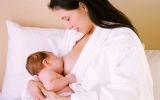Cách tránh trẻ bị trớ sữa sau bú