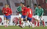 Ngược dòng ngoạn mục, Chile đứng đầu bảng C