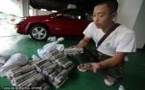 Chở 7 bao tiền xu đi mua ô tô