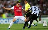 Thắng ngược Udinese,  Arsenal  vào vòng bảng Champions League