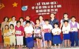 Trao gần 160 phần quà cho học sinh nghèo