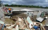 TP.HCM: 5 căn nhà trôi sông, 1 người chết