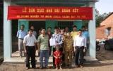 Doanh nghiệp tư nhân chế biến cao su thương mại Thành Đạt tặng nhà đại đoàn kết