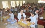 Khám mắt và cấp thuốc miễn phí cho đồng bào nghèo xã An Bình