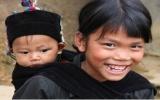 Tặng khăn ấm cho những trẻ em nghèo vùng cao
