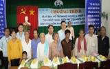 Khám bệnh, tặng quà cho hơn 400 người nghèo tỉnh Kiên Giang