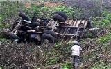 Ô tô rơi xuống cống, 6 người chết ngạt