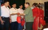 Prudential Việt Nam trao tặng bảo hiểm Phú - An tâm cho các hiệp sĩ đường phố