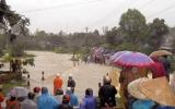 Mưa lũ tàn phá nặng nề nhiều nơi tại miền Trung