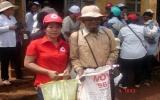 Hội Chữ thập đỏ tỉnh tổ chức nhiều đợt cứu trợ, tặng quà cho đồng bào nghèo