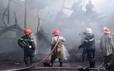 Cháy dữ dội tại công ty chế biến dầu ở TP.HCM