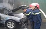 Mercedes-Benz bùng cháy, phát nổ giữa Hà Nội