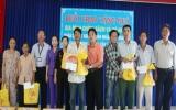 Tập đoàn Tân Hiệp Phát tặng quà tết cho gia đình chính sách, hộ nghèo
