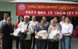 Trường Trung cấp Nghề nghiệp vụ Bình Dương: Tặng quà tết cho hộ nghèo