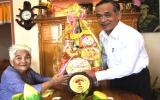 Lãnh đạo tỉnh thăm và tặng quà cho các gia đình chính sách