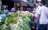 Chợ hoạt động, rau xanh, đồ tươi sống đắt hàng