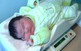 Em bé nặng gần 7kg chào đời