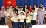 Công ty Cổ phần xây dựng kỹ thuật Phú Nhuận tặng quà cho người mù, người già cô đơn ở Bình Dương