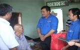 Đoàn Thanh niên Công ty Điện lực Bình Dương tặng quà tại xã Minh Hòa (Dầu Tiếng)