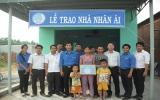 Hội Liên hiệp Thanh niên tỉnh trao Nhà nhân ái tại thị trấn Uyên Hưng