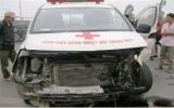 Hà Nội: Xe cứu thương nổ lốp, cả gia đình gặp nạn