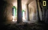 Một mình khoét rỗng núi đá làm nhà thờ