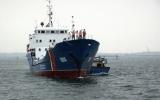 Cứu 11 ngư dân Quảng Ngãi gặp nạn trên biển