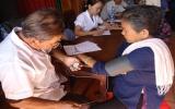 Hơn 100 người cao tuổi được khám bệnh, phát thuốc và tặng quà miễn phí