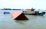 Tàu chở 66 container linh kiện, ôtô chìm ở Vũng Tàu