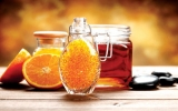 Da đẹp nhờ cam, mật ong