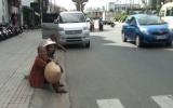 Nắng nóng và nỗi khổ thiếu nhà chờ xe buýt