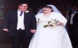 """Cô dâu và chú rể """"bự"""" nhất nước Anh"""