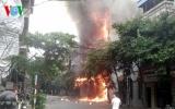 Cháy lớn tại cửa hàng kinh doanh đồ trẻ em trên phố Sơn Tây