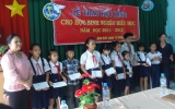 CLB Nữ Doanh nhân Bình Dương: Trao học bổng cho trẻ em có hoàn cảnh khó khăn huyện Bến Cát