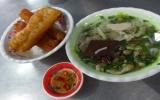 Thưởng thức bánh canh giò heo chợ Cây Dừa