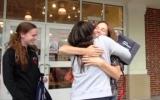 Người phụ nữ thích được ôm người lạ