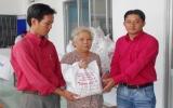 Taxi Thắng Lợi trao tặng 210 phần quà cho đối tượng chính sách