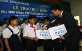 Trao 150 suất học bổng cho học sinh nghèo hiếu học