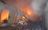 Hỏa hoạn thiêu rụi kho chứa vải vụn
